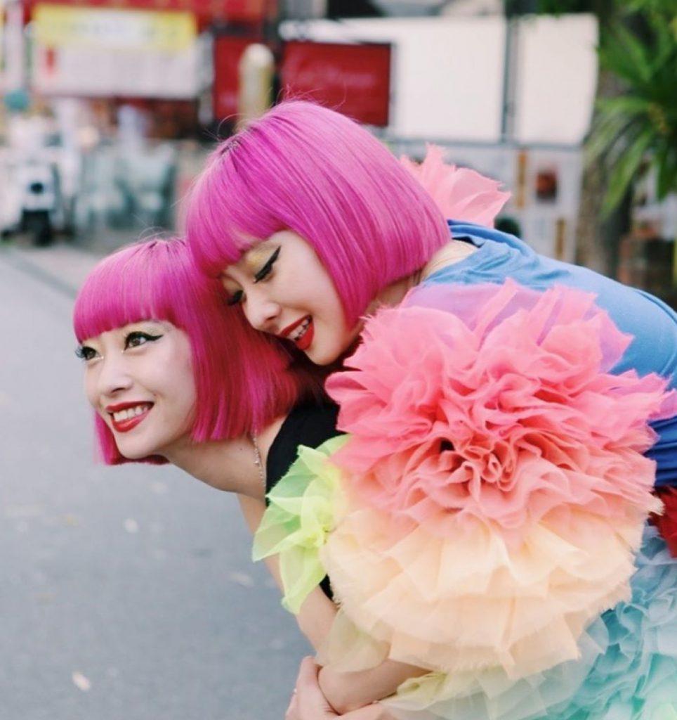 Twin-Sisters-AMI-AYA