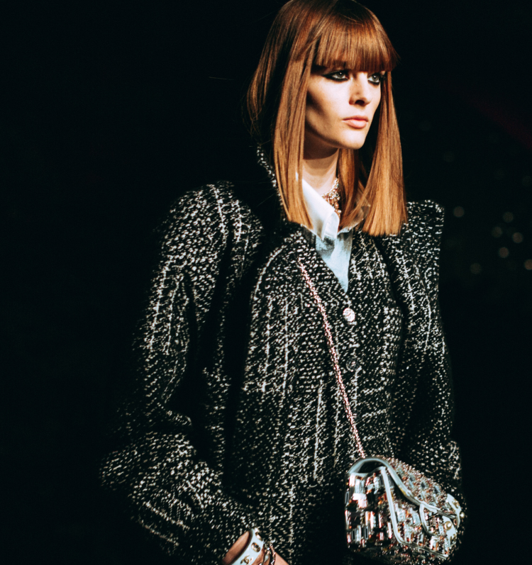 Chanel Fall Winter 2021/22 เปลี่ยนหนาวนี้ให้เป็นลุคสไตล์สาวปารีเซียงยุคใหม่